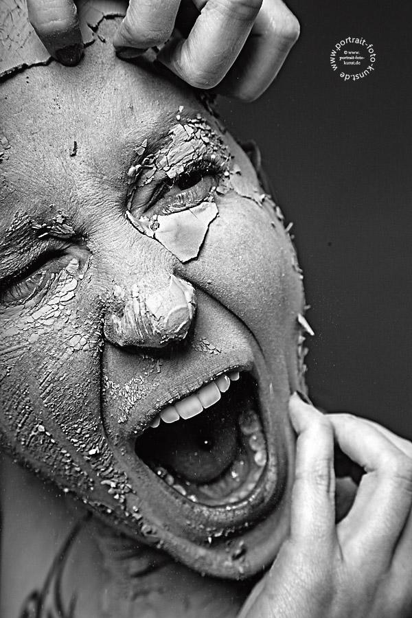In schwarz-weiß: Der Schrei der Versteinerung