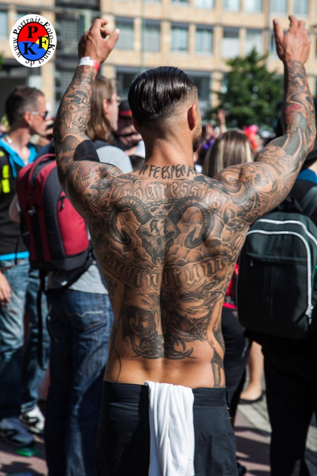 - Tätowierter Rücken CSD 2013 Berlin