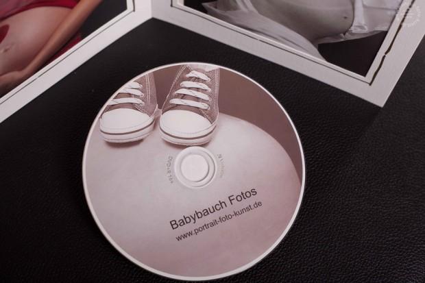Die DVD mit den Fotos von dem Shooting. Mit einem Babybauchmotiv versehen