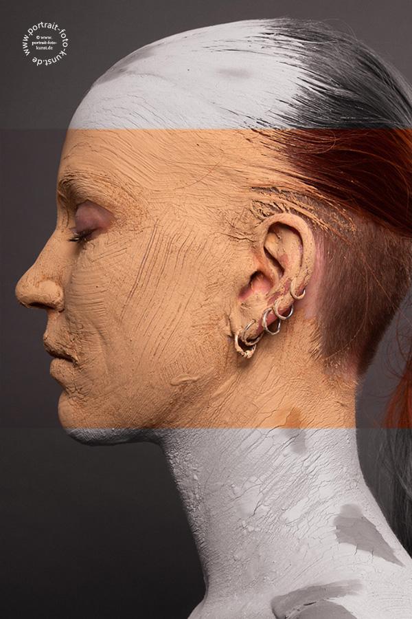 Das Portraitfoto stellt eine Color-Key Varriante eines Versteinerungsfotos dar.