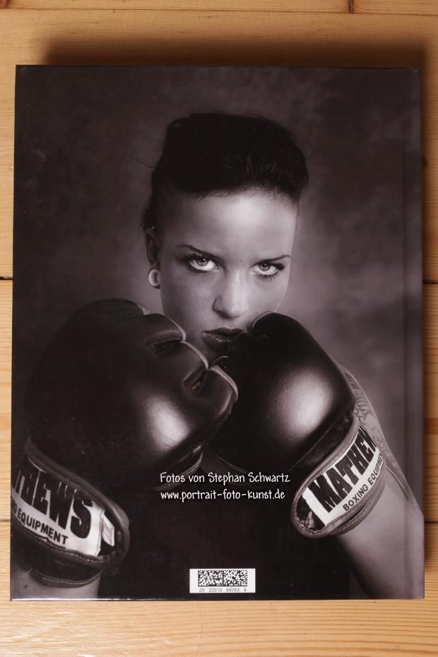 Rückseite des Buches: Motiv Boxerin
