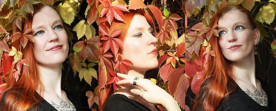 Herbstportraits – Wilder Wein und rote Haare