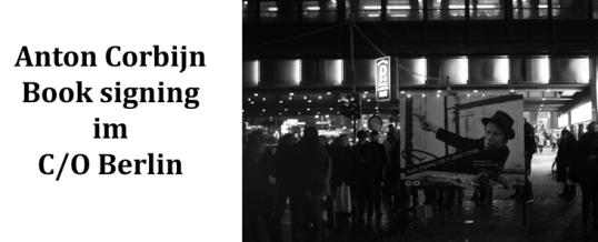 Anstehen für eine Unterschrift: Book signing von Anton Corbijn in Berlin