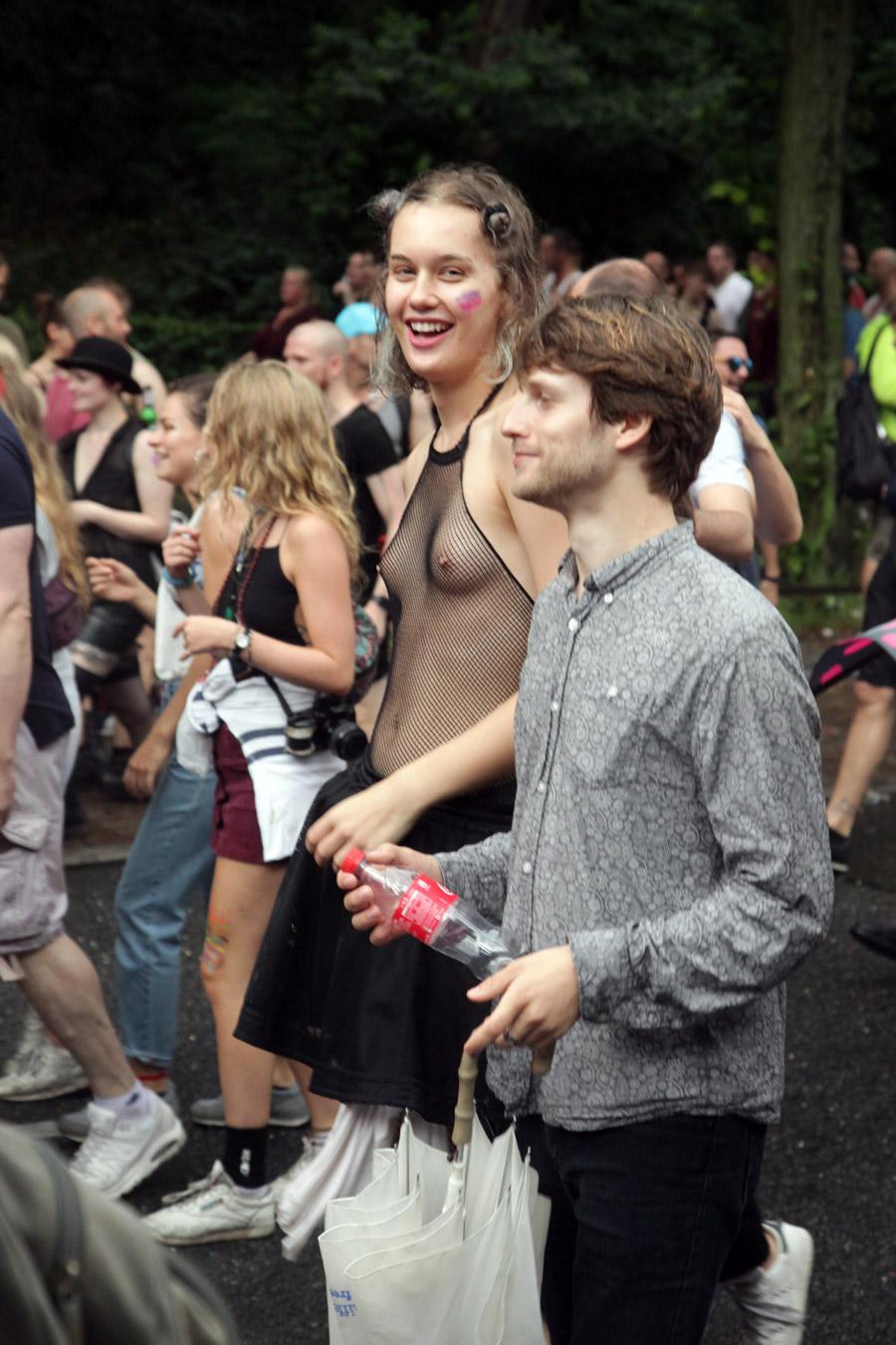 männer nackt im regen